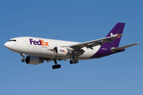 fedex ends  air delivery service contract  amazon