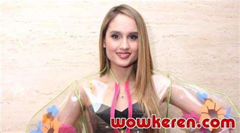 cinta laura main film pitch perfect 3 cinta laura malah kesal dikabarkan bintangi pitch perfect
