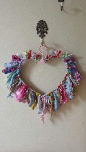 herz aus stoffresten und drahtbuegel crafts  fabric