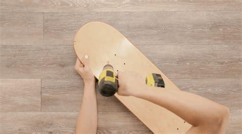 Skateboard Shelf Diy by How To Transform Skateboard Deck Into A Chic Shelving Unit