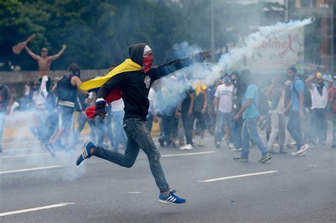imagenes de venezuela en resistencia veinte muertos dejan tres semanas de violentas protestas