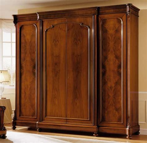 luxus kleiderschrank luxus nussbaum kleiderschrank mit 4 t 252 ren wachs finish