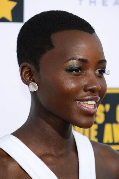 More Pics of Lupita Nyong'o **** Lipstick (1 of 11