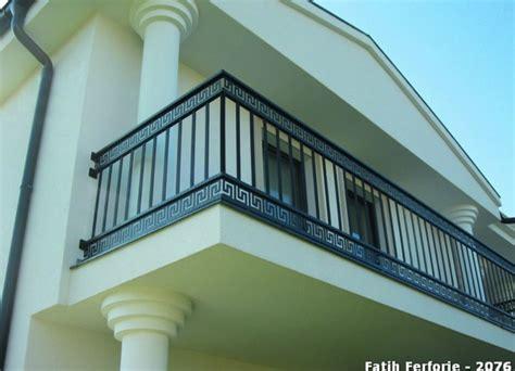 balkongeländer schmiedeeisen balkon gel 228 nder aus schmiedeeisen mit sch 246 nen details