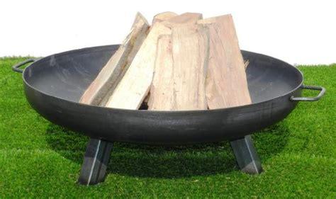 feuerschale für grill feuerschale aus stahl 650 mm mit 3 beinen und 2 griffen