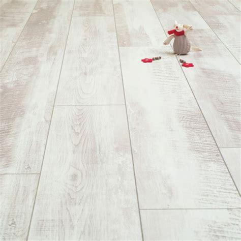 Balento Vintage Whitewashed Oak 10mm Laminate Flooring