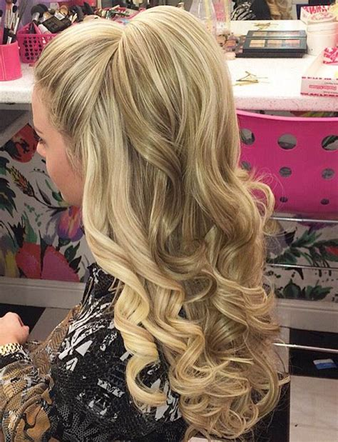 hair styles with the back hair bumped under and top hair short 12 curly homecoming hairstyles you can show off makeup
