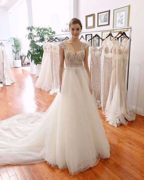 5 Wedding Gown Trends For 2010 by Popular Wedding Dress Styles 2018