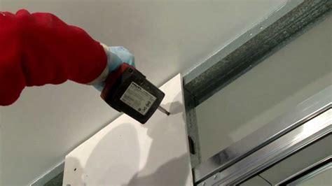 come montare cartongesso soffitto montaggio lastre di cartongesso syntesis line scorrevole e