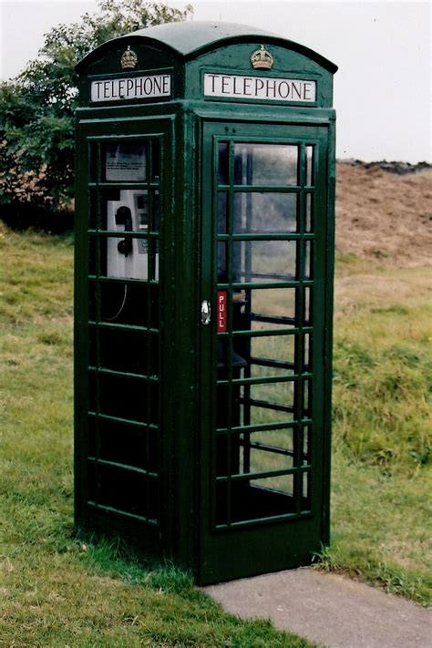 the green phone booth mindful file cregneash green telephone booth geograph org uk 1691991 jpg wikimedia commons