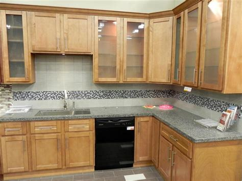 maple shaker style kitchen cabinets impressive maple shaker kitchen cabinets kitchen maple
