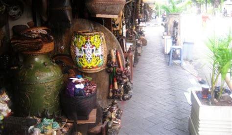 Barang Antik Di Jalan Surabaya Jakarta top files serba serbi bursa barang antik di jalan surabaya okezone news