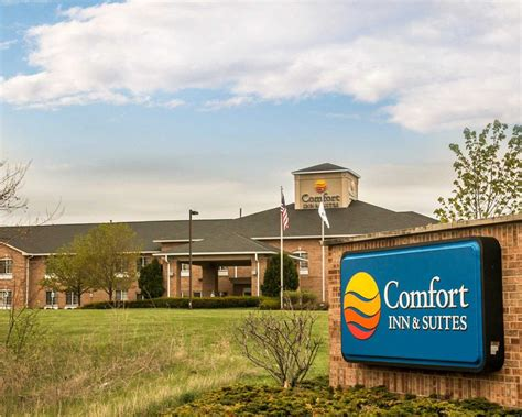 comfort inn fenton michigan comfort inn suites coupons fenton mi near me 8coupons