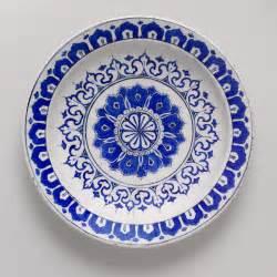 Plate ca 1580 iznik turkey fritware polychrome painted under a
