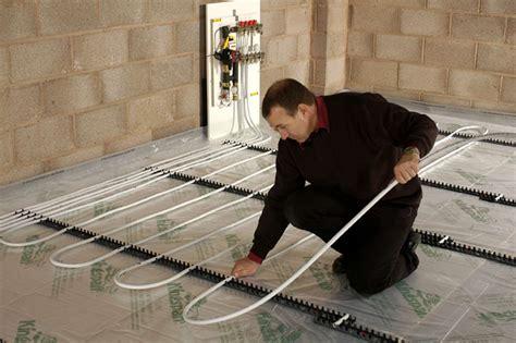 How to Install Wet Underfloor Heating   Homebuilding