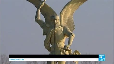 Mont Saint-Michel: Infamous St Michael statue airlifted ... F24