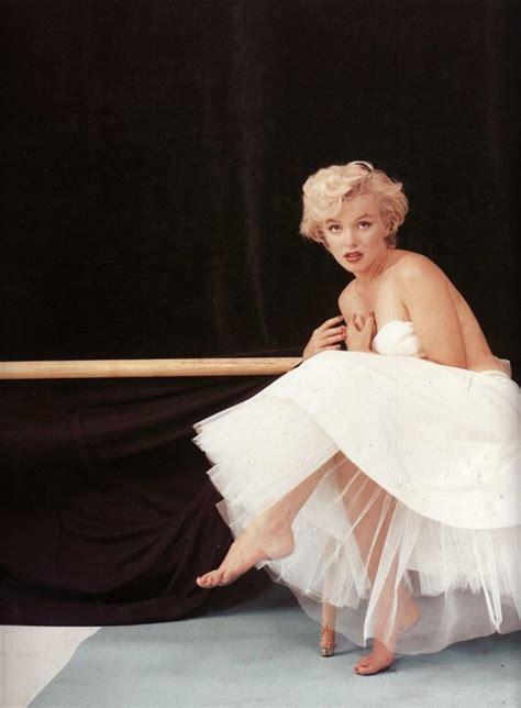 marilyn monroe the ballerina sitting 1954 marilyn monroe images milton greene photoshoot hd