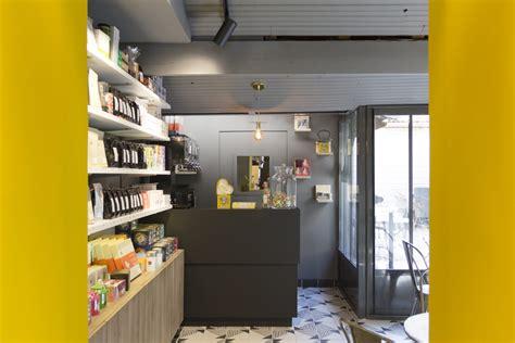 étagère vitrée 201 picerie sur cours une boutique de proximit 233 avec une