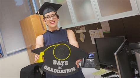 Fiu Mba Specializations by Caps Fiu College Of Business Graduates Celebrate