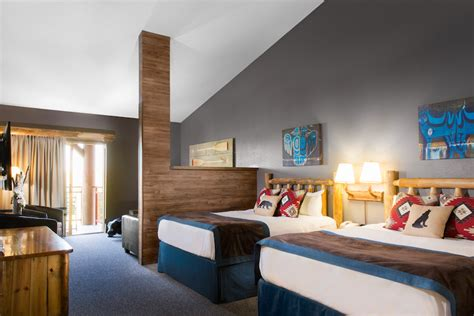 great wolf lodge hotel rooms great wolf lodge niagara grand wolf suites luxury at the lodge takes flightsolo