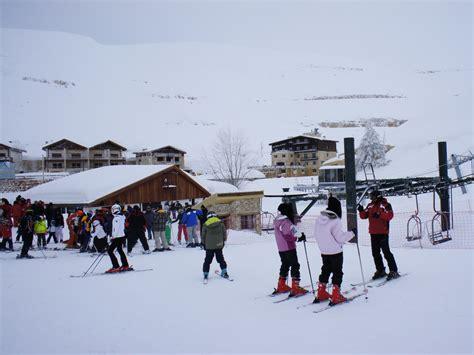 Pintu Tertutup Salju ski snowboard dan salju di timur tengah catatan ardi s