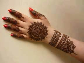 Decorate your hands this summer with simple and lovely mehndi designs