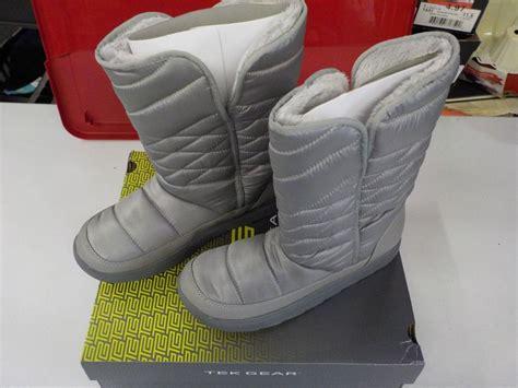 womens size 11 tek gear venus silver winter boots pull on
