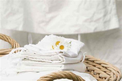 smacchiare materasso come smacchiare le lenzuola ingiallite o macchiate di