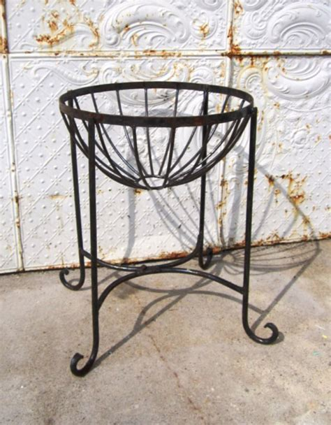 Wrought Iron Planter Stands by 22 Quot Wrought Iron Metal Plant Stand