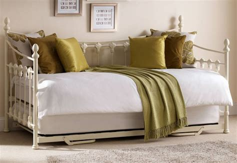 Pull Out Daybed Julian Bowen Versailles Daybed With Underbed Trundle White Finish Pull Out Guest Bed