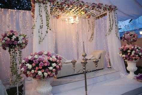 Pin Bulat Pengantin i like the lattice up top with greenery we could hang