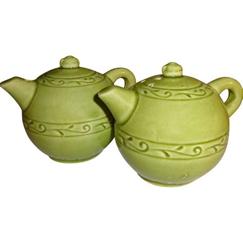 ceramic salt and pepper shakers green ceramic tea pots salt and pepper shakers from