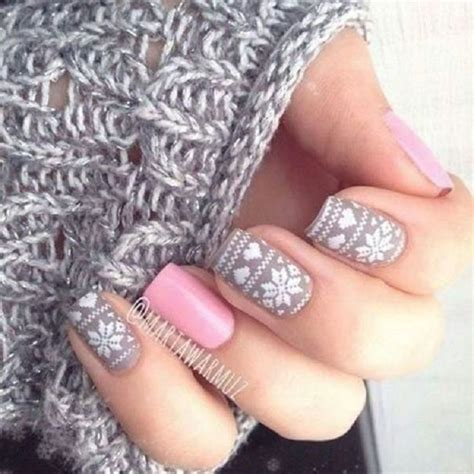 snowflake pattern on nails best 25 snowflake nails ideas on pinterest snowflake