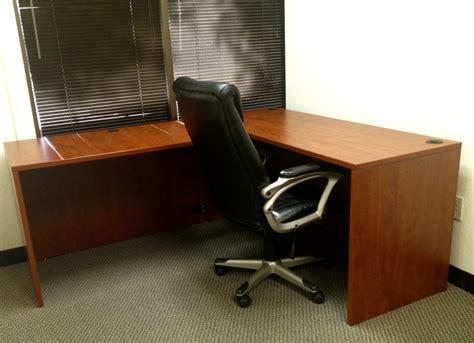 alera valencia l desk