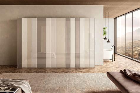 armadio   armadio  vetro dal design elegante