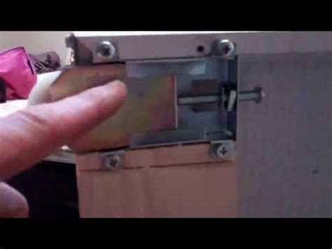 How To Fix A Sliding Closet Door Sliding Glass Door Closet Door Repair