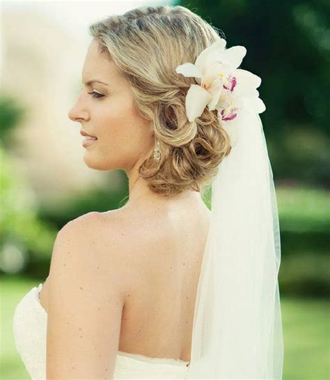 Wedding Hairstyles With Veil And Flower by 20 Breezy Wedding Hairstyles