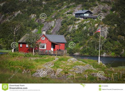 red house lake red house beside the lake royalty free stock photo image 21422065