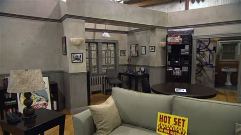 seinfeld appartment seinfeld sets behind the scenes at the seinfeld reunion