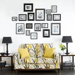 ideas for displaying photos on wall helpful hints for displaying family photos on your walls