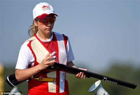 Aufnäher Top Gun Set by England S Shooting Star Amber Hill Makes Commonwealth