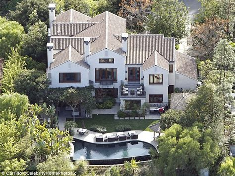kim kardashian old house kim kardashian is reportedly renting this 40 000 a month beverly hills mansion after