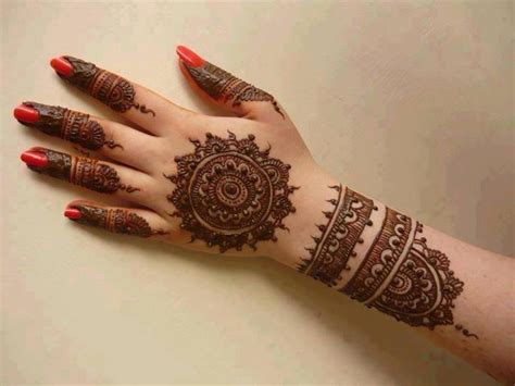 henna design round to look perfect not a problem