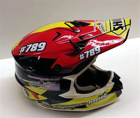 Helm Mit Sticker Bekleben by Helmdekore