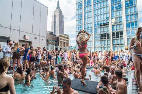 Top Bars In Downtown Chicago Where To Find A Pool Party Or Rooftop Party In New York 2012