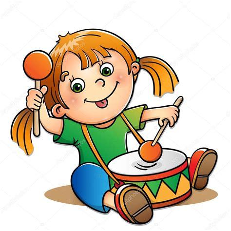 imagenes tambor alegre alegre chica tocando el tambor aislado en blanco archivo