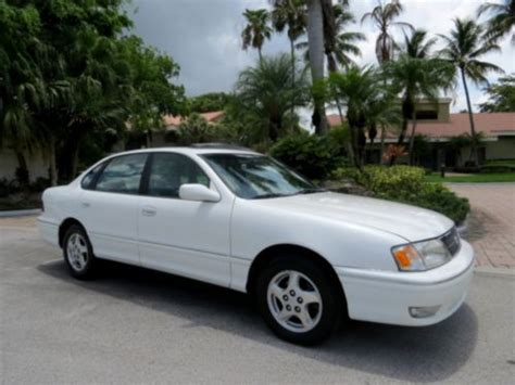 toyota avalon 98 find used 1 family owned 98 toyota avalon xls