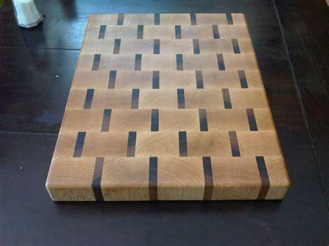 grain cutting board maple walnut  mauricio