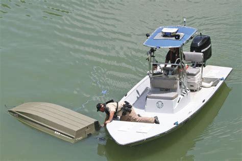 chicago river boat flip man drowns after boat flips seguin gazette news