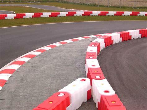 thames barrier go karting le barriere in plastica immagini e video